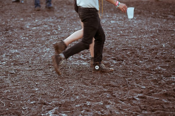 Walking through mud in converse sneakers